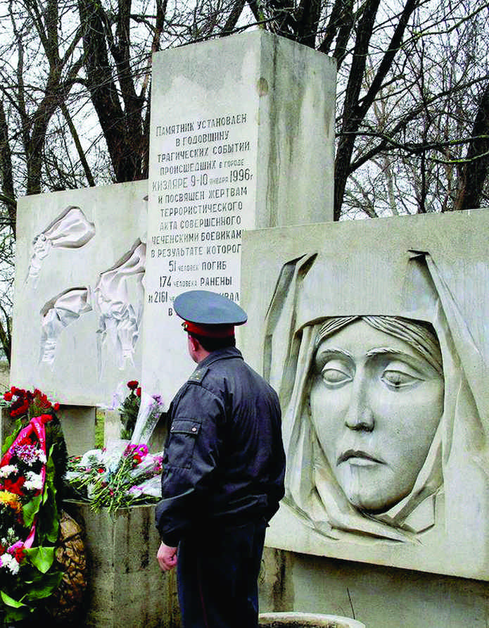 1996 Чеченские боевики С. Радуева захватили станицу Первомайская
