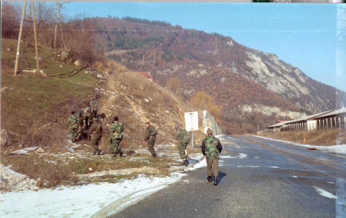 Русские добровольцы уходят в рейд.